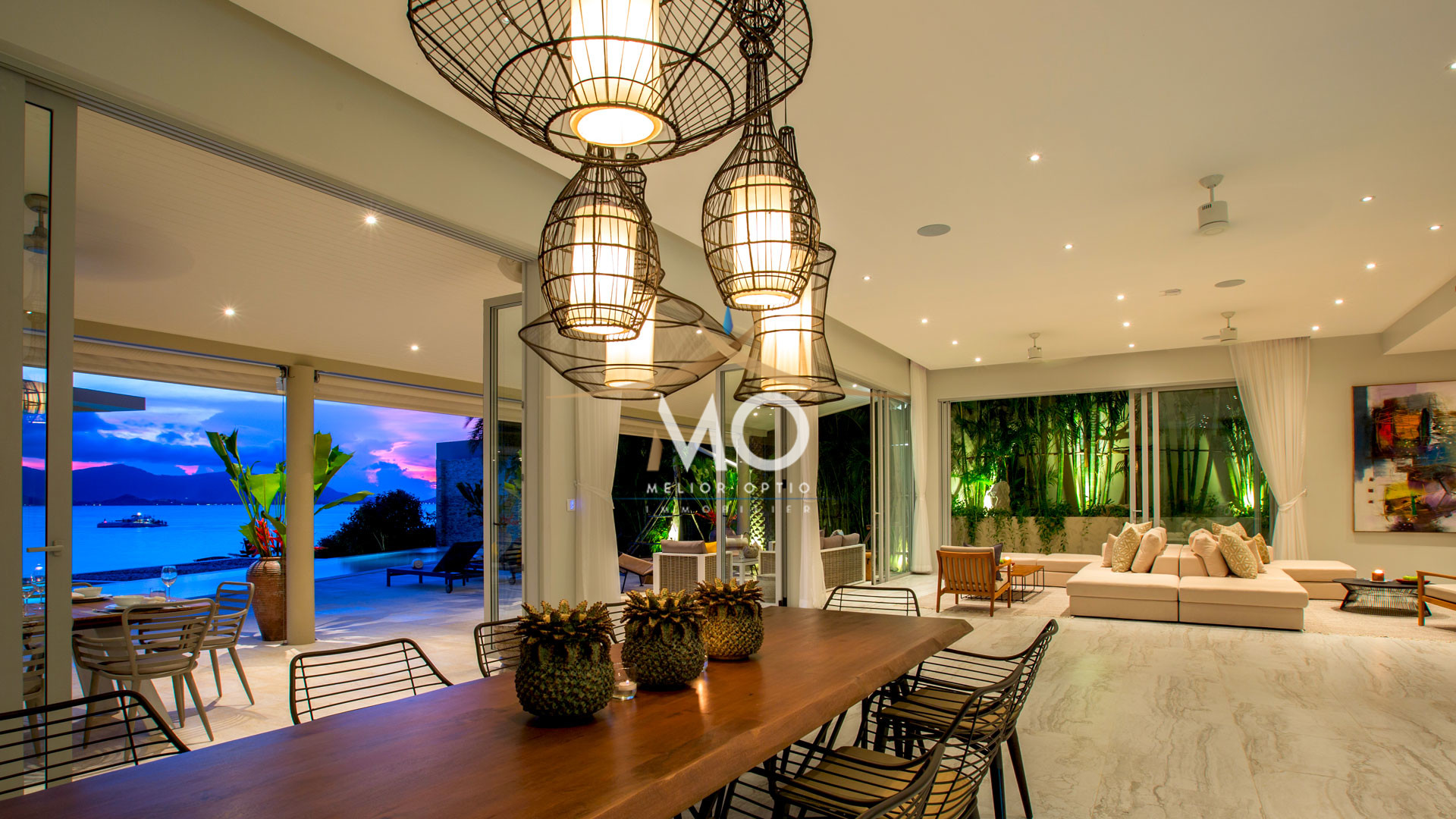 VILLA MOONSTONE - Dining Table