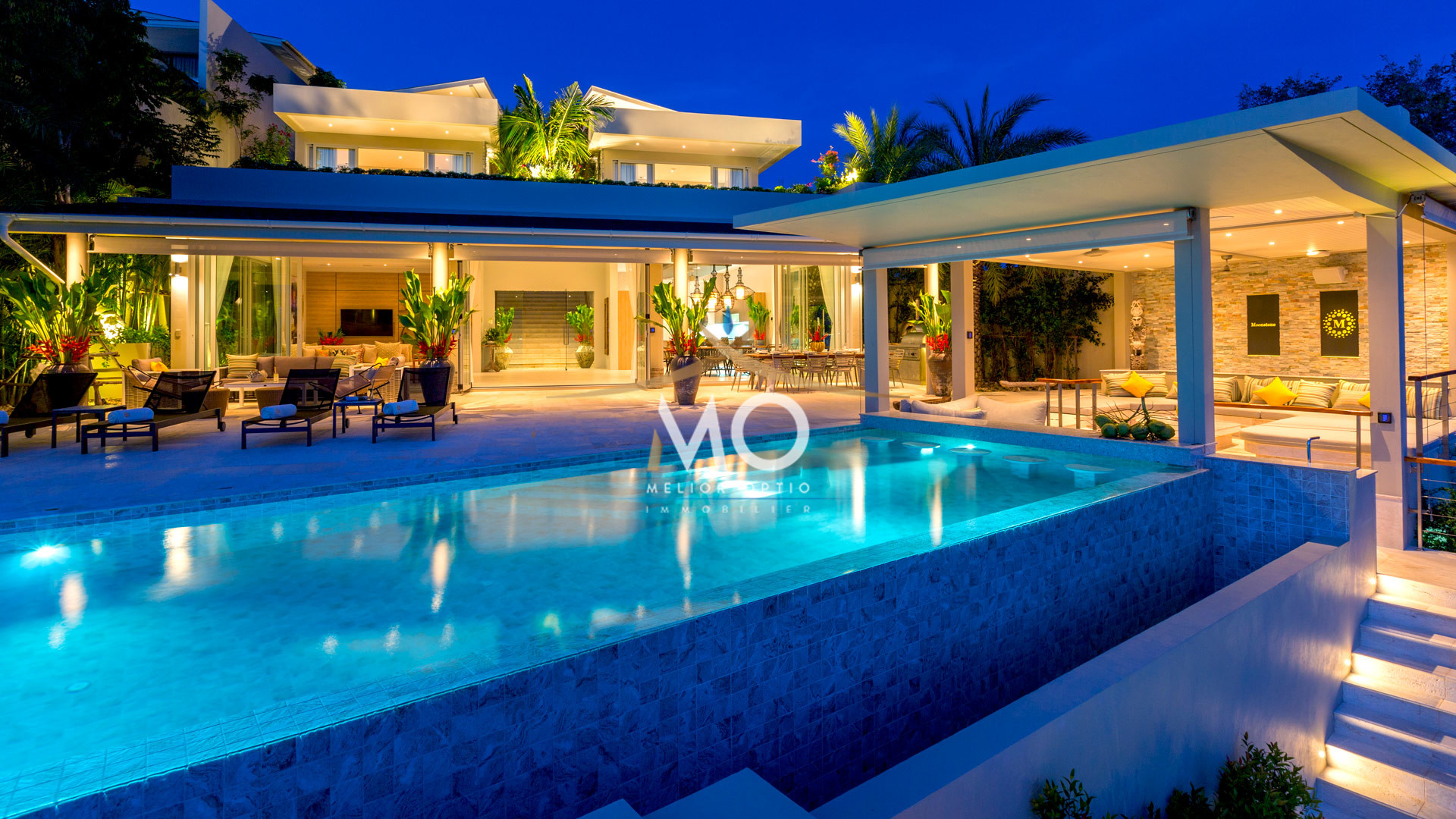 VILLA MOONSTONE - Luxury Villa By Night